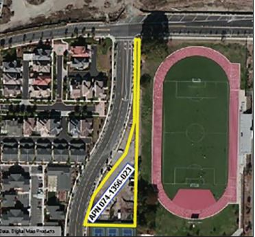 The city may build a  housing facility in the  Bottle Parcel on Fifth  Street. The parcel —  wedged between the  Bayport housing develpment and College of  Alameda's athletic field  — takes its name from the  unusual shape.