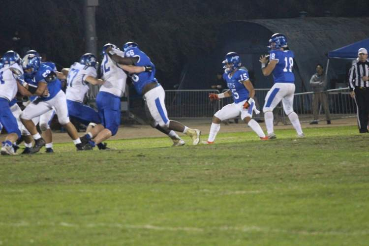 Adia Hawthorne &nbsp&nbsp Sophomore left tackle Simeon Mitchell protects David Romero-Reinholz's blindside during the Jets' 35-24 victory.