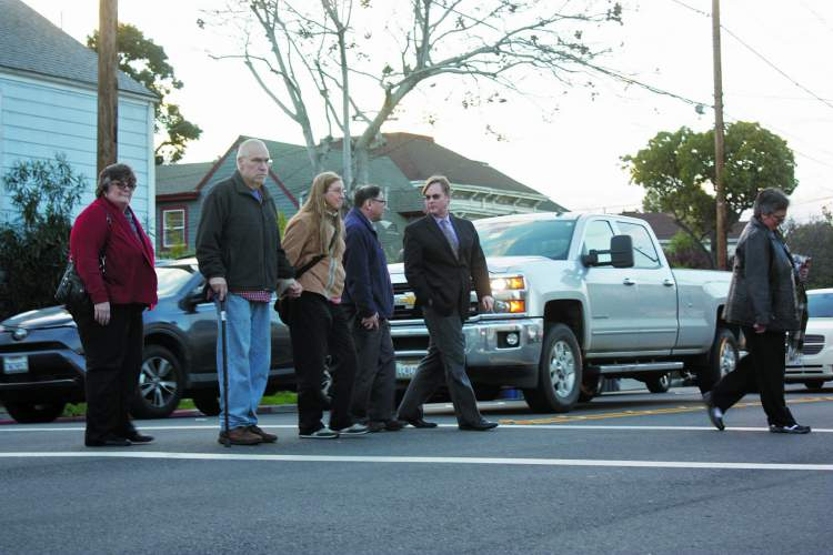 Dennis Evanosky  Frank Muñoz (center, with cane) crosses Lincoln Avenue with some help from friends: (from left to right) Cindy Zecher, Laura Hudgins, Gary Lym and Sean McPhetridge.
