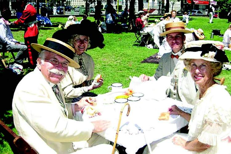 """Courtesy Period Events and  Entertainment Recreations Members of PEERS  enjoy a day in Lincoln  Park. They invite  you to join them this  Saturday, Aug. 7, to  celebrate """"Alameda  1900."""""""