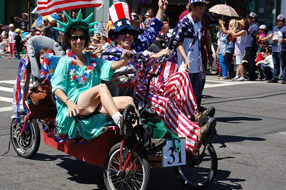 Uncle Sam and Lady LIberty, a match made in heaven.