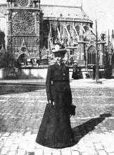 Library of Congress &nbsp&nbsp Architect Julia Morgan took a moment for the photographer, posing just across Rue de Cloitre de Notre Dame, using the famous Parisian cathedral as a handsome backdrop.