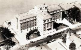 Courtesy Alamedainfo.com &nbsp&nbsp Alameda Hospital as it appeared in the 1930s. Note that it sat on the shoreline prior to 1950s-era landfill.