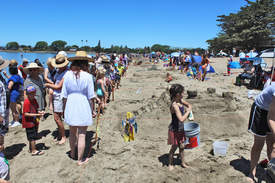 Mike Lano &nbsp&nbsp A crowd of more than 1,000 people packed Alameda's Crown Beach to take in the entrants of Alameda's 52nd annual Sand Castle and Sculpture Contest.